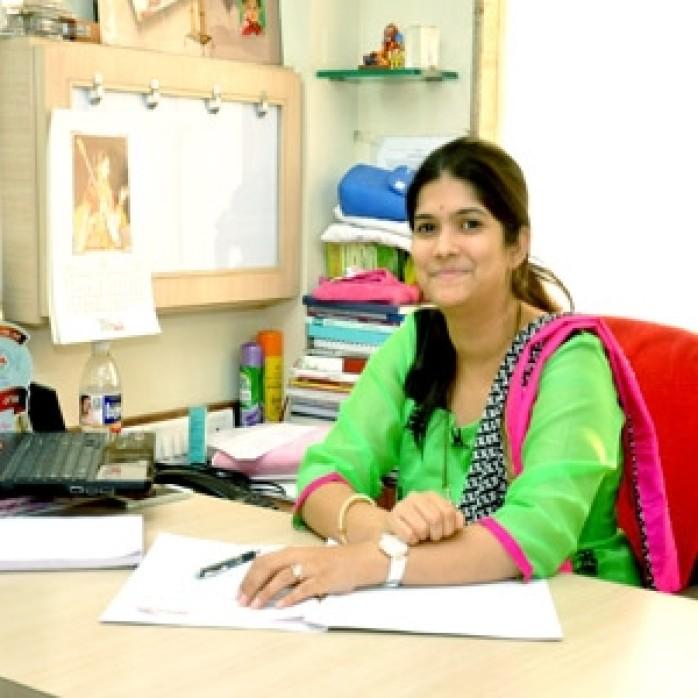 Dr.-Aditi-Nadkarni